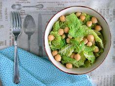 Verza e ceci, un piatto gustoso e leggero, un ottimo contorno che grazie all'alto contenuto proteico, può costituire un piatto unico.