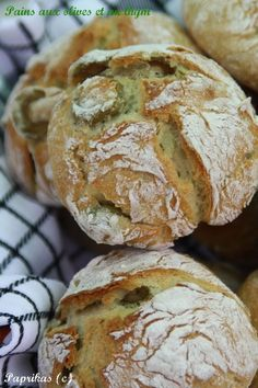 Roll without kneading . Cooking Bread, Cooking Recipes, Pain Aux Olives, Yummy World, Salty Foods, Relleno, Love Food, Food Porn, Brunch