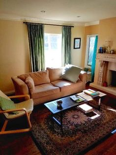 Private room in San Gabriel, US. Three bedroom two bathroom home in North San Gabriel, a quiet suburb of Los Angeles. Private room with king size bed, bathroom, laundry, hardwood floors, central air/heat, garden, fully stocked kitchen and all appliances available. Fast Wifi. Comm...