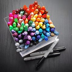 Is Sharpie the worlds most accessible and well loved marker?  I am sure most people have one or two on their pen pot. I'm a big fan. Are you? #SharpieLove  #artsupplies #markerpens #markers #pens #colourmarkers #sharpie #art #drawing #sketch #sharpieart