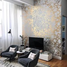 A very decorative wallpaper with a glamor touch for modern facilities! A very decorative wallpaper with a glamor touch for modern facilities! Accent Wallpaper, Wallpaper Decor, Wallpaper For Living Room, Elegant Home Decor, Elegant Homes, Living Room Decor, Bedroom Decor, Wall Decor, Wall Mural