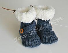 Bottines bébé pour l'hiver (bleu marine, avec bouton)