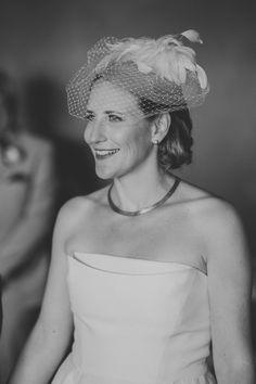 Mariage civil en Alberta Ferretti, voilette et collier vintage dénichés par la talentueuse Anna Rose Market. Photo: David Latour