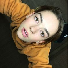 Briii💓 Marcel Proust, Casey Atypical, Pretty People, Beautiful People, Cool Attitude, Brigette Lundy Paine, Netflix, Aesthetic Women, Cute Young Girl