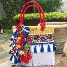 ¡Disponible para envío inmediato! Bolsa Grande.  Podemos incluirle tu nombre o iniciales.  Interesadas favor de enviarnos inbox.  #artesanal #hechoenmexico #hechoamano #summer