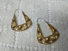 Avon Basket Weave Hoop Pierced earrings Mint Condition 1991
