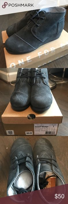 NWB Little Girls Desert Wedge Toms - Size Youth 1 Adorable. Brand new. Ordered and sent me wrong size and didn't send back in time 🤦🏻‍♀️. Size 1. Toms desert wedge forged iron grey suede. Please ask if you have questions. Toms Shoes