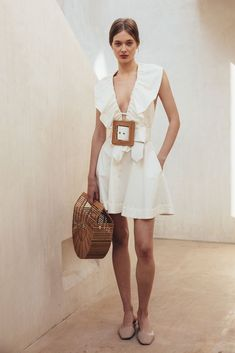 All eyes on: Cult Gaia für den (Spät-)Sommer 2018 - Jane Wayne News Look Street Style, Fashion Outfits, Womens Fashion, Fashion Trends, Mode Style, Spring Summer Fashion, Dress To Impress, White Dress, White Belt