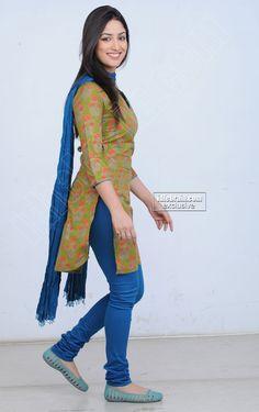 Yami Gautam - Indian Actress n Model - Tight Leggins SideView Beautiful Indian Brides, Most Beautiful Indian Actress, Indian Actress Photos, Indian Actresses, Hot Actresses, Saree Wearing Styles, Beautiful Bollywood Actress, Beautiful Actresses, Indian Girls Images
