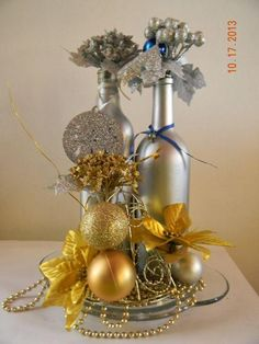 Glass Bottle Crafts, Diy Bottle, Bottle Art, Wine Bottle Centerpieces, Christmas Table Centerpieces, Christmas Decorations, Christmas Projects, Holiday Crafts, Pot Mason