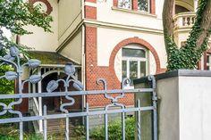 Haus mit Jugendstilelement auf der Walderstraße in Hilden Planer, Architecture, Haus, Art Nouveau, Arquitetura, Architecture Illustrations, Architecture Design, Architects
