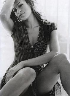 Eva Mendes : #Photo Noir et Blanc. Sublime... comme toujours ! $24.99 rayban sunglasses  http://www.okglassesvips.com