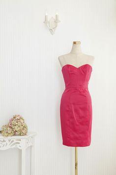 チャーミングなPassion Pink のタイトドレスであなたの持ち味を最大限に引き出して♡