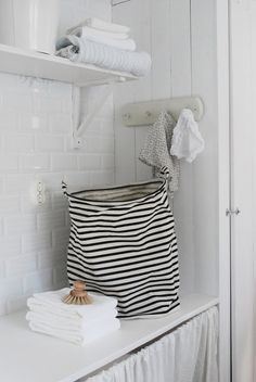 Laundry bag stripes - House Doctor Hooks on side of cabinet House Doctor, Laundry Room Inspiration, Interior Inspiration, Country Stil, Laundry In Bathroom, Laundry Area, Laundry Rooms, Home Accessories, Sweet Home