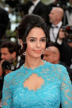 Celebrity Style -. Mallika Sherawat at Cannes 2014, looking stunning in a EmilioPucci gown on.fb.me/1sjtW8m #oomphelicious #bollywood #fashionista #MallikaSherawat #cannes2014 #fashionblogger #celebritystyle #emiliopucci
