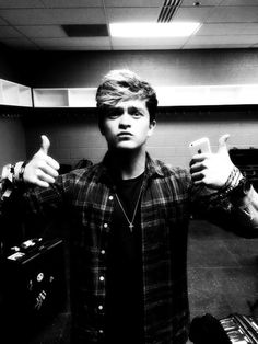 Connor Ball Tumblr Will Simpson, Bradley Simpson, My Soulmate, The Vamps, Make Me Smile, Musicians, Bae, Cool Hairstyles, Dope Hairstyles