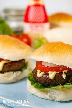 Recept: Teriyaki hamburger met kewpie mayonaise | Proef Japan Kewpie, Hamburgers, Mcdonalds, Bbq, Japan, Ethnic Recipes, Food, Burgers, Barbecue