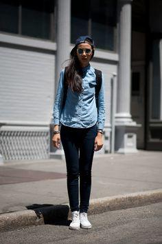 名前: Tiri K 撮影場所: ニューヨーク 年齢: 20 職業: model トップス: UNIQLO ボトムス: UNIQLO バッグ: Herschel