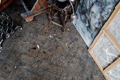 Он ненавидел эту тьму, И мастерскую - как тюрьму. Уж лучше посох и сума... Он много лет сходил с ума. http://lnk.al/5nJ8