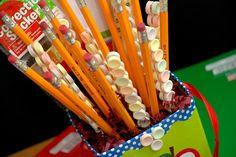 Back 2 School Smarties Pencil Teacher's Bouquet  ~ So cute!  Plus it's a GIVEAWAY!  Go enter!
