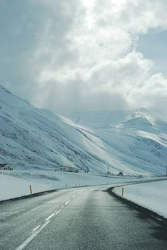 Dream Road | snow | mountains | winter | Road | Road Trip | Road Photo | Landscape photography | scenic | Drive | travel | wanderlust | on the road | empty road | Schomp BMW