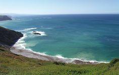 Playa de La Cueva #Cudillero #playa #beach #Asturias #ParaísoNatural…