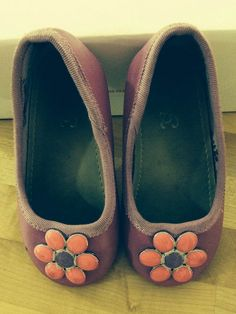 נעלי בובה עם פרח