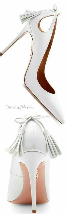 Preciosos zapatos blancos.