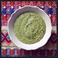 Creme de brócolos, ervilhas e manjericão  http://www.misskale.pt/creme-de-brocolos-ervilhas-e-manjericao/