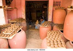 Clay pots for sale in Pottery Town, Bangalore, India. - Stock Image