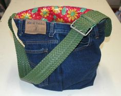 25 recycled denim purses and bags tutorials made from jeans Denim Patchwork Bag Patterns Free – Quilt Design Creations Denim Tote Bags, Denim Purse, Denim Jeans, Denim Patchwork, Patchwork Bags, Bag Pattern Free, Denim Crafts, Recycled Denim, Purses And Bags