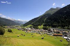 St. Anton am Arlberg im Sommer: blauer Himmel, grüne Wiesen und ein herrliches Bergpanorama. Tirol | Austria St Anton, Alps, Golf Courses, Dolores Park, To Go, Adventure, Travel, Heavens, Viajes