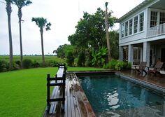 Wood pool deck - gaan dit doen by swembad Decks Around Pools, Pool Decks, Patio Decks, Traditional Exterior, Traditional House, Wooden Pool Deck, Beach House Deck, Pools For Small Yards, Small Decks