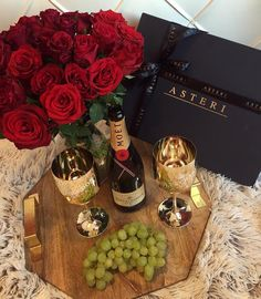 The Luxury Lifestyle Portal Romantic Room, Romantic Dates, Romantic Dinners, Romantic Night, Cute Date Ideas, Lunch Boxe, Romantic Surprise, Moet Chandon, Love Is In The Air