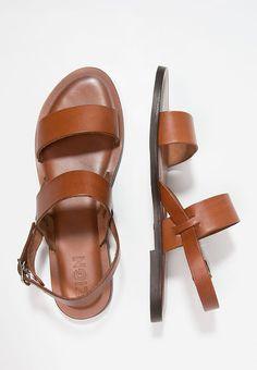 Köp  Zign Sandaler & sandaletter - cognac för 649,00 kr (2017-06-06) fraktfritt på Zalando.se Shoes, Fashion, Moda, Shoes Outlet, Fashion Styles, Shoe, Footwear, Zapatos, Fashion Illustrations