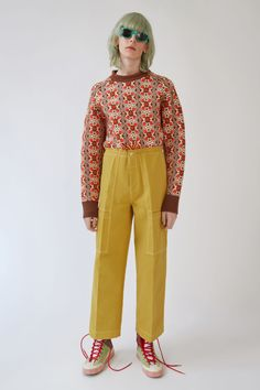 Acne Studios Blå Konst Hill Dye burnt mustard yellow are carpenter trousers with loose, straight fit legs, a drawstring waistband, and two dimensional pockets. Quirky Fashion, 70s Fashion, Daily Fashion, Winter Fashion, Womens Fashion, Fashion Trends, Outfits Otoño, Fashion Outfits, Textiles