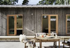 Idea for color of window trim – Rustic House Timber House, Wooden House, Haus Am See, Prefab, House In The Woods, Exterior Design, Interior Architecture, Sweet Home, Cottage