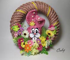 veľkonočný zajo-venček 2 Newspaper Crafts, Art N Craft, Paper Basket, Polymer Clay Crafts, Bottle Crafts, Diy Paper, Burlap Wreath, Wicker, Decoupage