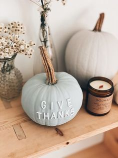 Easy DIY Pumpkings for your Thanksgiving Home Decor Thanksgiving Mantle, Thanksgiving Quotes, Thanksgiving Decorations, Long Candles, Free Thanksgiving Printables, Small Pumpkins, Floral Printables, Fall Scents, Autumn Theme