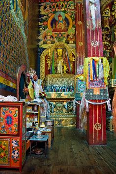 Tibet is a different nation of China. Tibet is not a part of China but a country. Buddhist Symbols, Buddhist Temple, Buddhist Art, Buddhist Shrine, Gautama Buddha, Buddha Buddhism, Tibetan Buddhism, Ladakh India, Altar