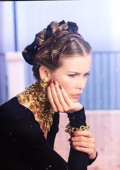 "vandrop: ""Chanel S/S 1993 Photographer: Karl Lagerfeld Model: Claudia Schiffer "" that jewelry! new one of claudia for me "" Chanel Outfit, Chanel Makeup, Claudia Schiffer, 90s Fashion, Fashion Beauty, Vintage Fashion, Fashion Teens, Runway Fashion, Coco Chanel"