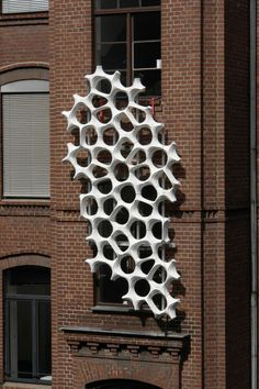 Modular 3-D architectural tiles capable of reducing air pollution in urban locations. Based on grid patterns of sponges and corals. Daniel Schwaag + Allison Dring of design firm Elegant Embellishments - Prosolve370e