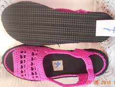 Sandalias Tejidas - Bs. 6.000,00 Crochet Sandals, Crochet Boots, Crochet Slippers, Crochet Clothes, Knit Shoes, Sock Shoes, Shoe Boots, Crochet Flip Flops, Spring Boots