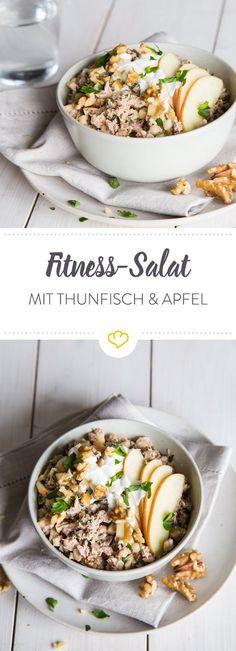 Mit knackigem Apfel, knusprigen Walnüssen, einer Portion Thunfisch und erfrischendem Joghurt machst du deinen Salat zu einem echten Fittness-Salat.