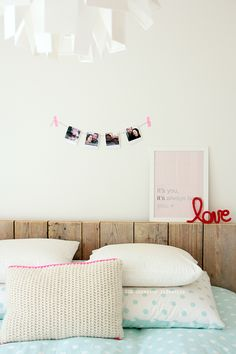 Thursday pics {bedroom wall deco idea}