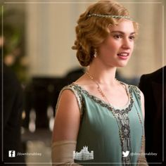 Lady Rose in a beautiful dress and a typical, long necklace from those days. Downton Abbey.