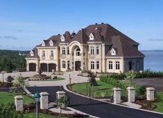 Style At Home, Future House, Extravagant Homes, Dream Mansion, Beach Mansion, Dream House Exterior, Big Houses Exterior, Large Homes Exterior, Luxury Homes Exterior