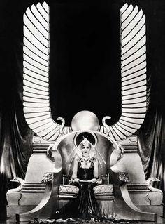 vintagegal: Claudette Colbert in Cecil B. DeMille's Cleopatra Art Nouveau, Egyptian Movies, Art Graphique, Cleopatra, Ancient Egypt, Art Deco Fashion, Fashion Design, Retro, Old Hollywood