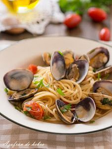Spaguetti con almejas Tasty, Yummy Food, Lunch To Go, Risotto, Spaghetti, Healthy Recipes, Healthy Food, Food And Drink, Pizza