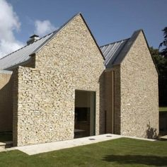 """Residential Architecture: Wickstead Lodge by Baynes & Co: '"""".A electronically controlled stone wall slides across the facade of this house.to conceal a large window.The moving wall was created to o Facade Design, Roof Design, Green Roof System, Architecture Résidentielle, Stone Facade, Stone Cladding, Roofing Systems, Construction, Patio Roof"""